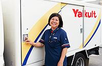 店舗、学校、病院施設、自動販売機等への卸売り活動をしております。
